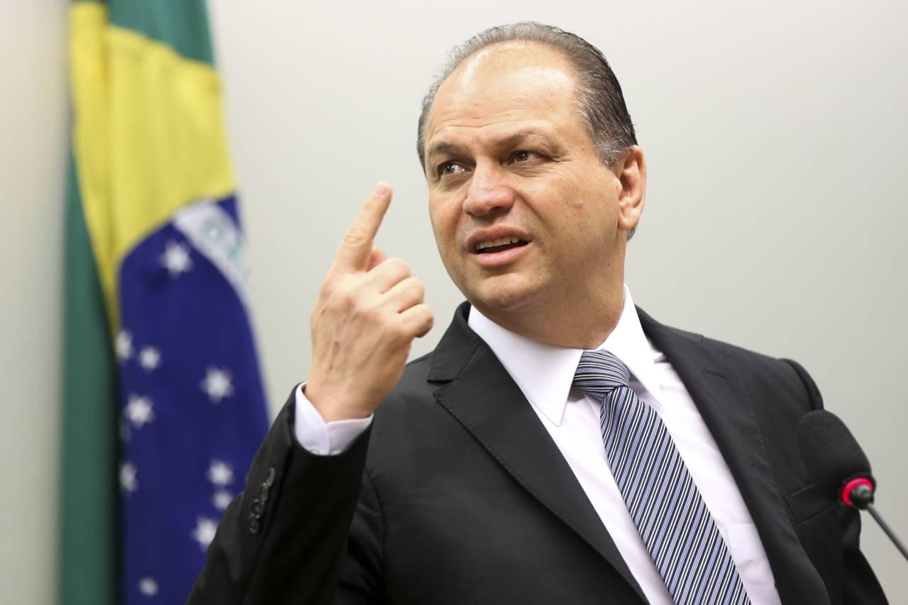 """Ricardo Barros diz que sua pré-candidatura a presidente visa a formar uma  frente de centro, """"já que os que estão colocados não conseguiram até agora""""  - Maringá Post"""