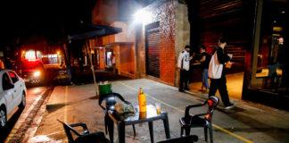 Bares desrespeitando decreto municipal foram fechados durante operação