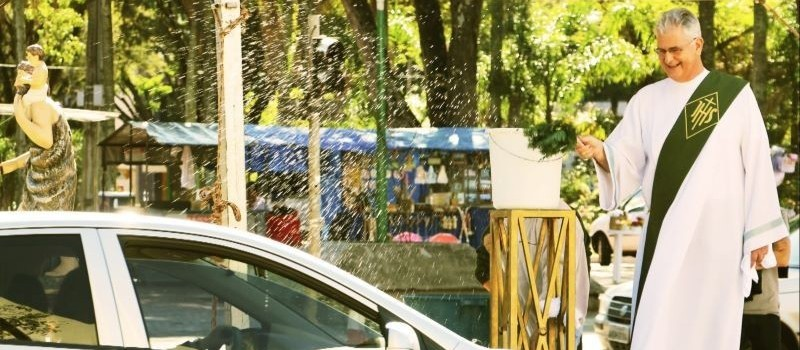 Mais de xs veículos são esperados para receber a benção de São Cristóvão em Maringá