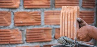 Agencia do trabalhador de Maringá oferece mais de dez vagas de emprego como pedreiro