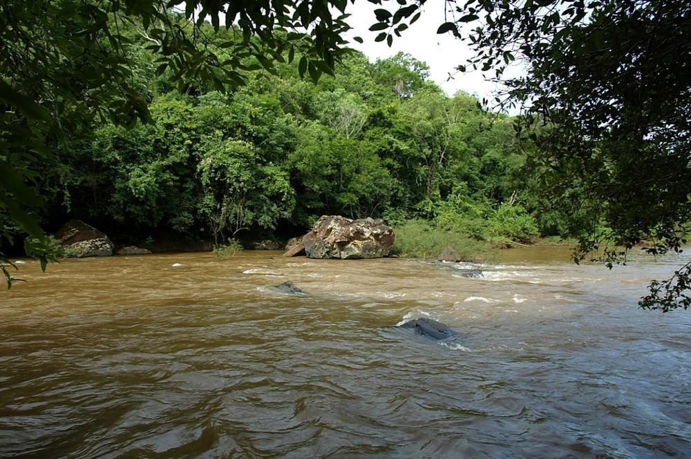 Pedras do rio Ivaí e Piquiri, aos poucos, voltam a ficar em baixa d'água