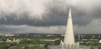 A chuva só deve cair de fato em Maringá a partir do sábado(15/8). Também tem previsão de chuva em Maringá no domingo (16/8)