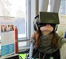 Moça com óculos VR
