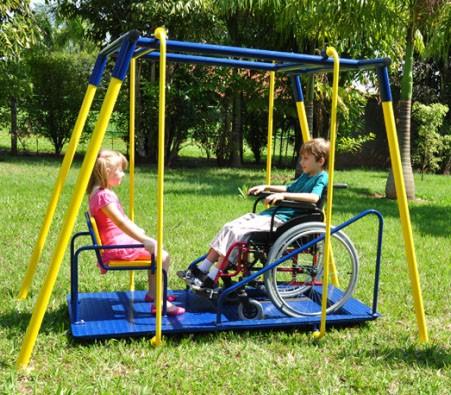 Brinquedos adaptados para crianças com deficiência
