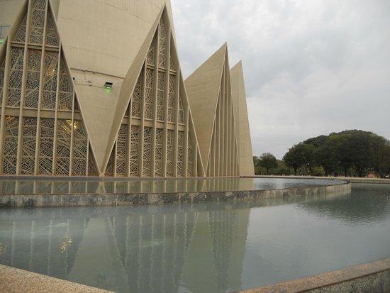 Espelhos d'água da catedral de Maringá