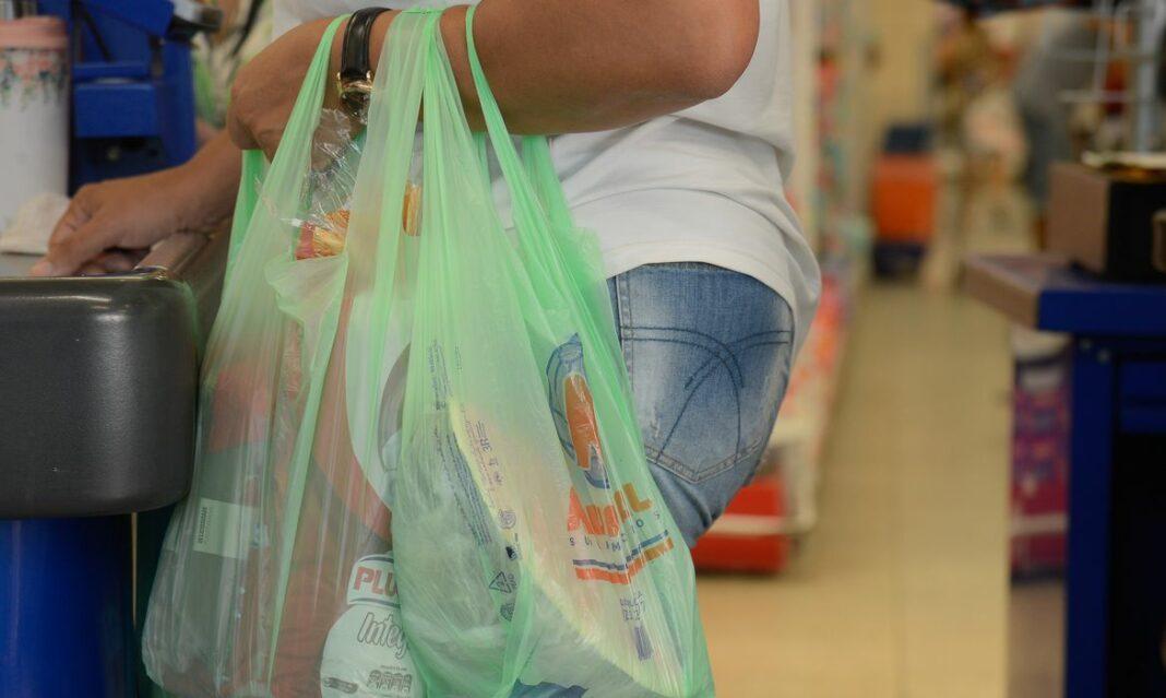 Supermercados de Maringá abrem domingo
