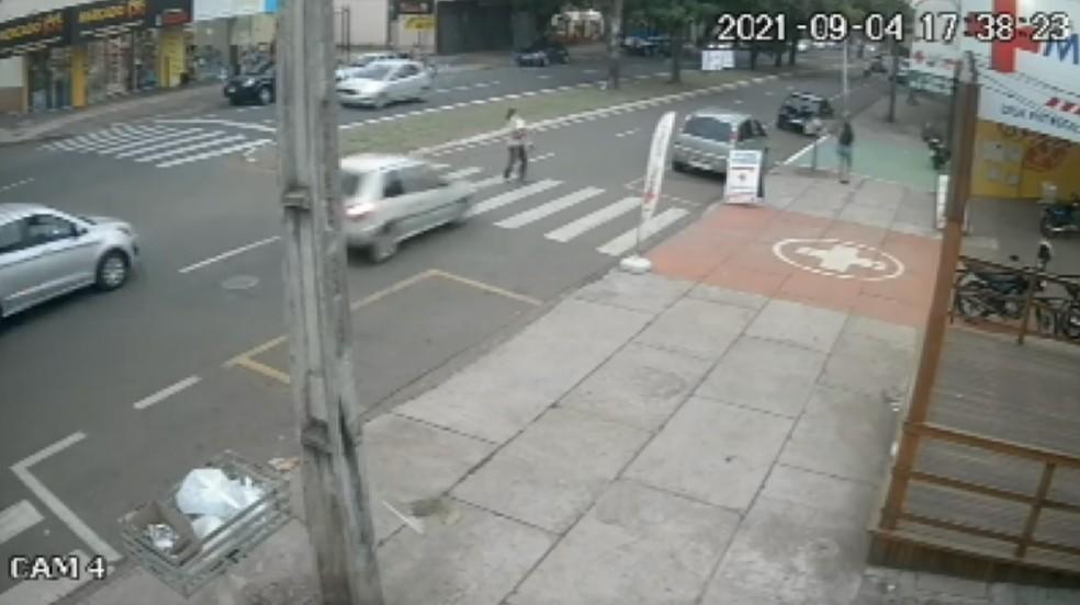 atropelado com a neta na faixa de pedestre
